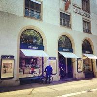 รูปภาพถ่ายที่ Hermès โดย Toleen M. เมื่อ 10/23/2013
