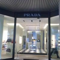รูปภาพถ่ายที่ Prada โดย Toleen M. เมื่อ 10/18/2013