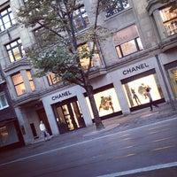 รูปภาพถ่ายที่ CHANEL Boutique โดย Toleen M. เมื่อ 9/22/2013