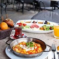 Foto tirada no(a) Faros Restaurant por Faros Restaurant em 1/9/2014