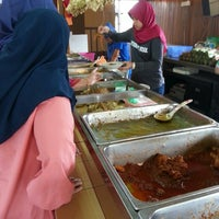 Photo taken at Kedai Hari Raya Mkn Ketupat by Lyana Q. on 2/9/2016