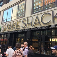 Photo taken at Shake Shack by Larkjun P. on 8/30/2017