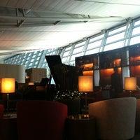 Photo taken at Asiana Lounge Business Class by Larkjun P. on 12/11/2012