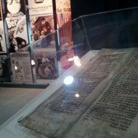 Foto tirada no(a) Museu do Holocausto de Curitiba por Carlinhos R. em 3/28/2014