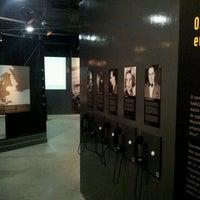 Foto tirada no(a) Museu do Holocausto de Curitiba por Carlinhos R. em 6/26/2013