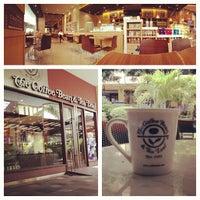 Photo taken at The Coffee Bean & Tea Leaf by Caitanya B. on 10/10/2012