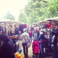 Das Foto wurde bei Nowkoelln Flowmarkt von Janosch B. am 6/30/2013 aufgenommen
