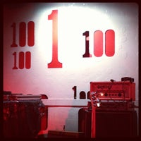 Photo prise au 100 Club par Karen B. le11/9/2012