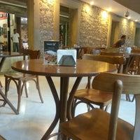 Foto tirada no(a) Kampalla Café por Roberta G. em 3/17/2013