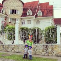 Foto tomada en Castillo De La Fantasia Gran Hotel por Engelberth M. el 8/18/2013