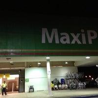 Das Foto wurde bei MaxiPalí von Esteban S. am 5/25/2013 aufgenommen