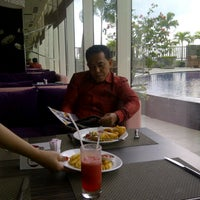 Photo taken at Swimming Pool Mercure by Nasuli S. on 3/20/2014