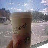 รูปภาพถ่ายที่ Starbucks โดย Kristina I. เมื่อ 9/25/2013