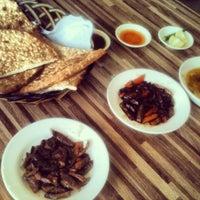 Photo taken at مطاعم الحجاز للاكلات الشعبية by Medo A. on 2/8/2013