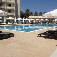 Foto scattata a Vuni Palace Hotel da JİLDA A. il 5/3/2013