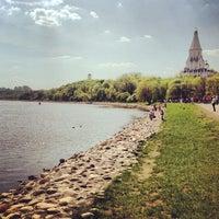 Das Foto wurde bei Набережная в Коломенском von Владимир Я. am 5/11/2013 aufgenommen