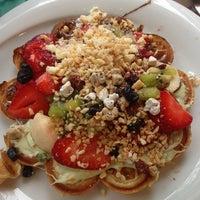 5/17/2013 tarihinde Merve G.ziyaretçi tarafından Kemal Usta Waffles'de çekilen fotoğraf