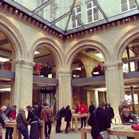 Photo taken at Apple Covent Garden by Karandeep S. on 12/28/2012