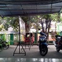 Foto tomada en Warung Soto Kirana por rochmanudin el 7/15/2014
