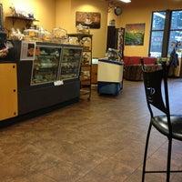 Das Foto wurde bei Di Tazza Cafe von Shaedyn M. am 1/28/2013 aufgenommen