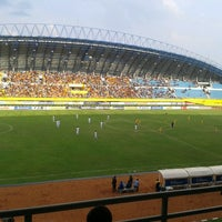 Photo taken at Stadion Gelora Sriwijaya (GSJ) by Nanda Okta P. on 3/13/2013