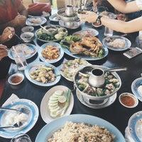 Photo taken at Bang Sare Seafood by Pattarawadee P. on 12/27/2015
