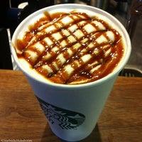 Das Foto wurde bei Starbucks von Mhmmt am 3/16/2013 aufgenommen