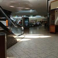 5/16/2013 tarihinde Andrew C.ziyaretçi tarafından Cherry Creek Shopping Center'de çekilen fotoğraf