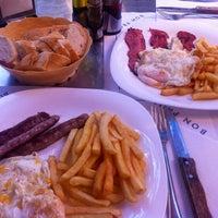 Foto tomada en Restaurant La Mami por Maria K. el 9/23/2013