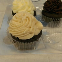 Photo taken at Midnight Confection Cupcakery by winston y. on 9/13/2013