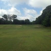 รูปภาพถ่ายที่ Candler Park Golf Course โดย Jack J. เมื่อ 6/25/2014