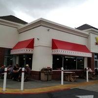 Foto diambil di In-N-Out Burger oleh Bry B. pada 6/23/2013