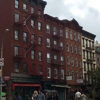 Foto tirada no(a) Bleecker Street por Andrea M. em 10/8/2017