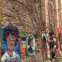 Foto scattata a First Street Garden/First Street Art Park da Andrea M. il 4/16/2017