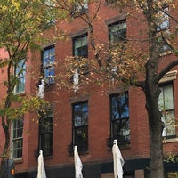 Foto tirada no(a) Bleecker Street por Andrea M. em 10/31/2017