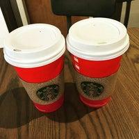 รูปภาพถ่ายที่ Starbucks โดย Salviano S. เมื่อ 11/13/2015