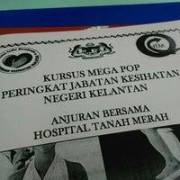 Photo taken at Dewan Mas Merah, Hospital Tanah Merah by Fakhzan on 7/27/2016