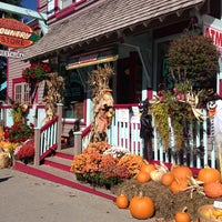 Photo taken at Catskill Mountain Country Store & Restaurant by Kaya P. on 10/5/2014