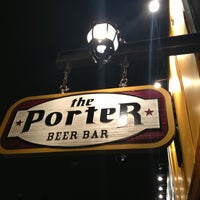 Foto tomada en The Porter Beer Bar  por Rosanne T. el 2/24/2013