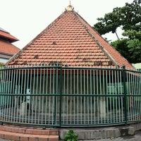 Photo taken at Masjid Agung Sunan Ampel by Detta P. on 9/29/2016