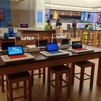 Foto tirada no(a) Microsoft Store por Boris 🌐 v. em 5/2/2013