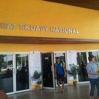 Photo taken at Pusat Skuasy Nasional Bukit Jalil by Phyzee B. on 2/2/2013