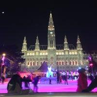 Das Foto wurde bei Rathausplatz von Dmitry D. am 2/15/2013 aufgenommen
