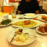 Photo taken at D'Cost Seafood by Kuyani N. on 8/26/2013