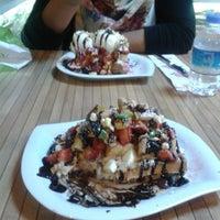 Photo taken at Çıtır Waffle - Edem by Nusret Y. on 4/2/2013