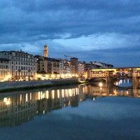Foto scattata a Ponte Vecchio da Gülcem Ç. il 6/10/2013