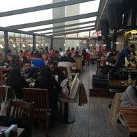 Foto tomada en Flz Cafe & Restaurant por Gökhan A. el 4/25/2013
