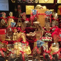 2/16/2013 tarihinde Hazal Y.ziyaretçi tarafından J'adore Chocolatier'de çekilen fotoğraf