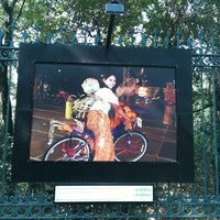 Das Foto wurde bei Galería Camellón Reforma Chapultepec von Lid S. am 5/19/2013 aufgenommen