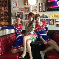 Снимок сделан в Grizzly Bar пользователем Наташа П. 6/4/2013